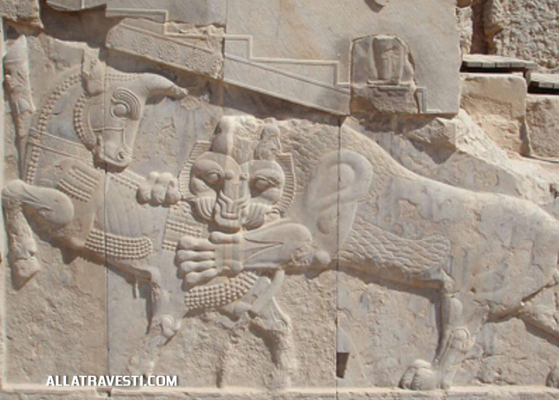 Барельеф в городе Персеполе - символ зороастрийского праздника нового года (Навруз)